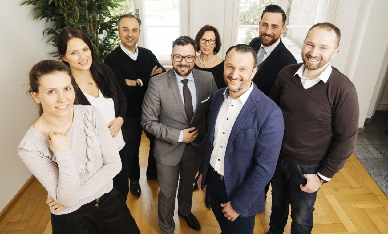 Teamfoto VERMAS Versicherungsmakler Service GmbH Büro München